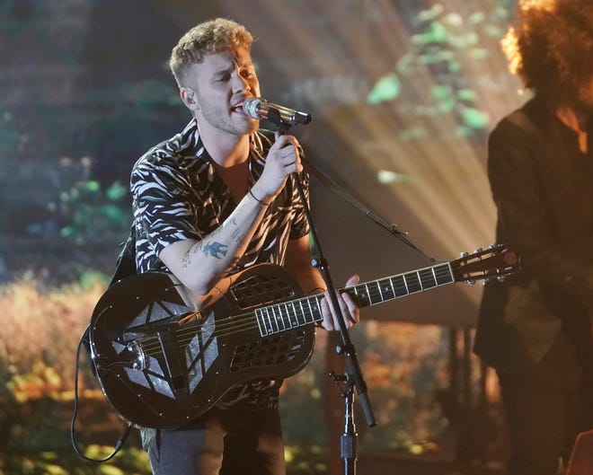 Before taking the stage, Hunter Metts, 22,opened up about his emotional performance during the last episode, where he fumbled the lyrics at the end of his song.