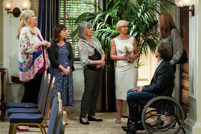 """The """"Mom"""" gang's all here: Tammy (Kristen Johnston), left, Wendy (Beth Hall), Marjorie (Mimi Kennedy), Jill (Jaime Pressly), Bonnie (Allison Janney) and Adam (William Fichtner) gather before Jill's wedding in the CBS comedy's series finale."""
