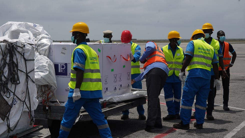 On February 26, 2021, a plane carrying 504,000 doses of COVID-19 vaccines distributed by the COVAX Facility landed in Abidjan.