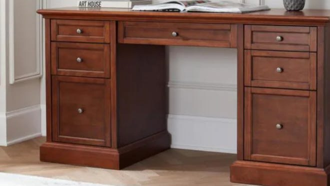 Keep things simple with this ultra-roomy desk.