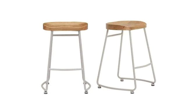 If you have a kitchen island or breakfast bar in your dining space, these backless stools will look amazing.