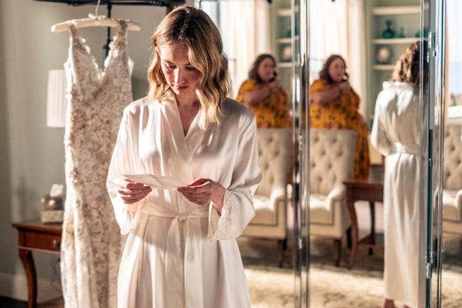 """Madison (Caitlin Thompson), left, is having wedding-day doubts as best friend Kate (Chrissy Metz) looks on in the Season 5 finale of NBC's """"This Is Us."""""""