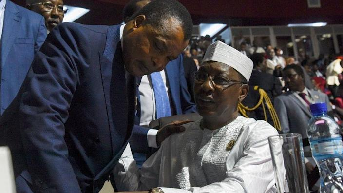 Chadian President Idriss Deby (R) speaks with Congo's President Denis Sassou Nguesso during the opening ceremony of the African Union summit at the Palais des Congres in Niamey, on July 7, 2019.