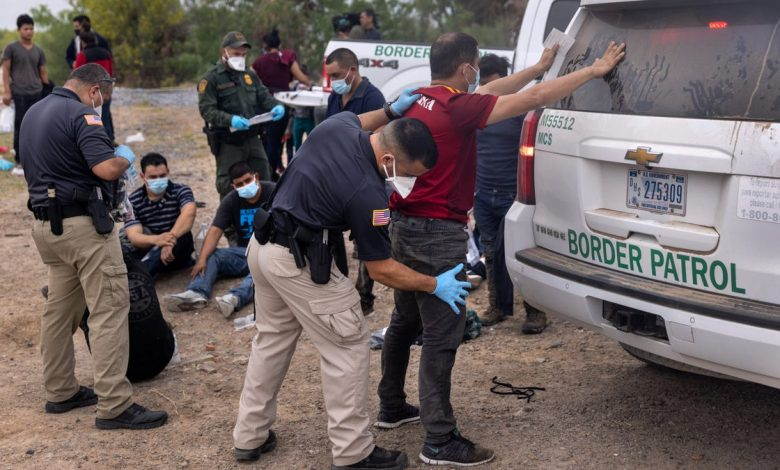 Border patrol join police to stop illegal crossings in Texas, Arizona