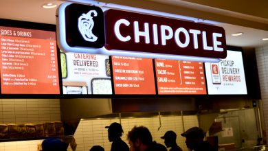 Chipotle to hike wages, debut referral bonuses amid tight labor market