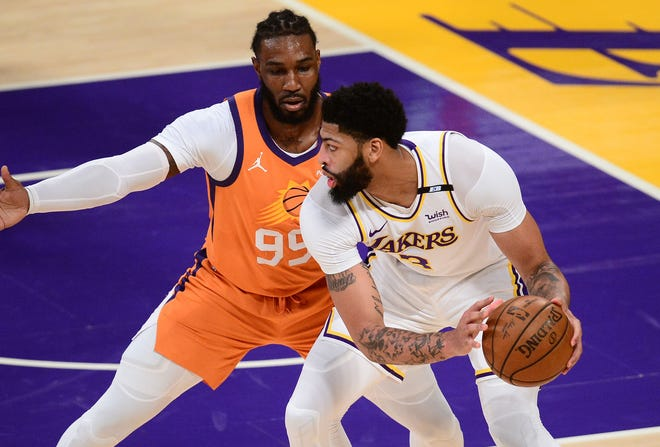 Los Angeles Lakers forward Anthony Davis (3) plays in the first half against the Phoenix Suns. He sat out the second half with a groin muscle injury.