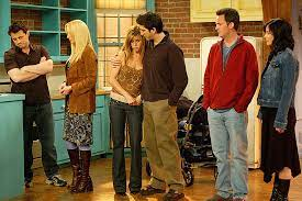 The Friends reunion is getting closer and closer to our television screens. We got a complete teaser first, then a nice interview with Lisa Kudrow and Stephen Colbert
