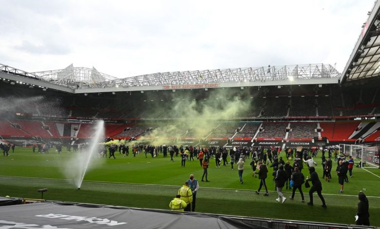 Man United vs. Liverpool postponed after anti-Glazer protests on pitch at Old Trafford