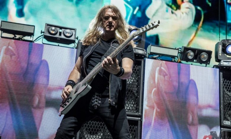 Megadeth has revealed that bassist David Ellefson is no longer with the band. Dave Mustaine, the band's frontman, issued the following statement today: