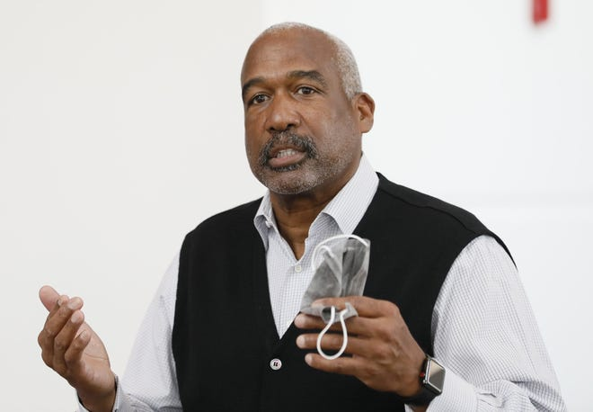 Ohio State AD Gene Smith explored the idea of an independent football schedule following Big Ten's initial cancellation of fall season, texts show.