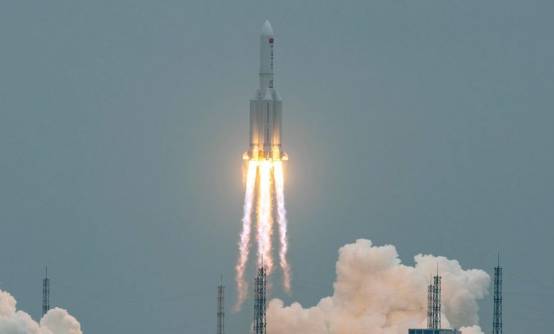 Out-of-control Chinese rocket expected to crash back to Earth this weekend