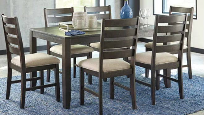 This dining set is both economical and stylish.