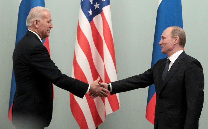 Image: Russian Prime minister Putin shakes hands with U.S. Vice President Biden during their meeting in Moscow (Alexander Natruskin / Reuters file)