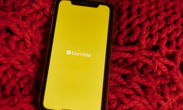 Bumble survey: Skipping the COVID-19 shot could cost you a date