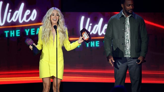 Carrie Underwood, Taylor Swift and other top moments