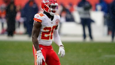 Kansas City Chiefs running back Le'Veon Bell readies during the second half against the Denver Broncos on Sunday.