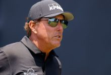 Phil Mickelson distracted by spectators who kept their cell phone cameras on at U.S. Open