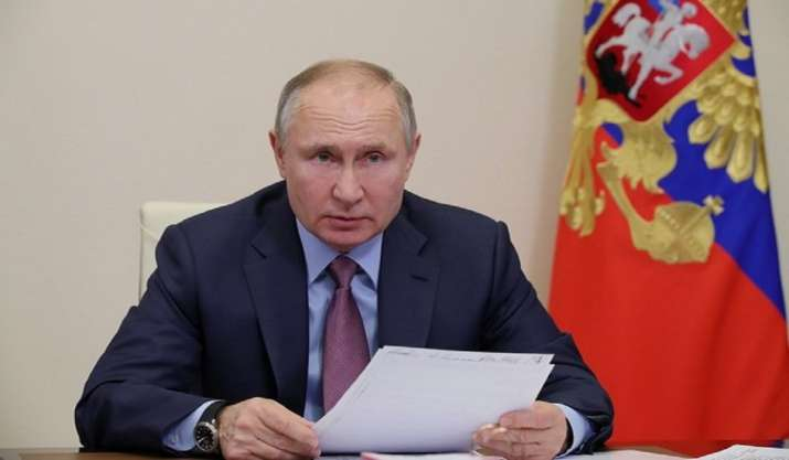 Vladimir Putin signs law banning 'extremists' from running