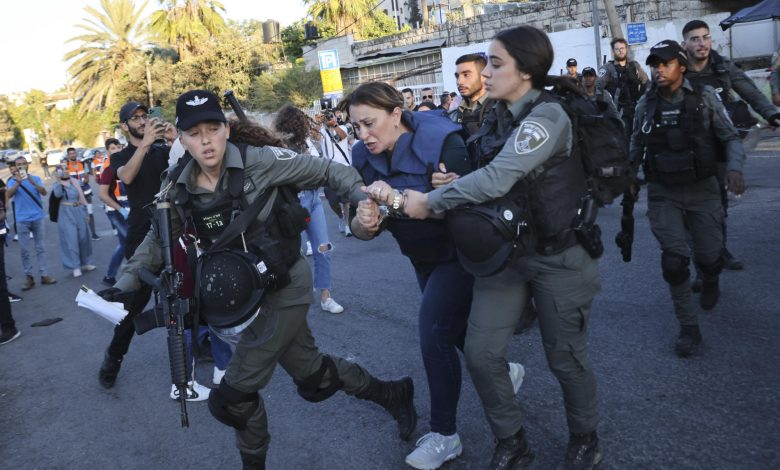 Reporter forcefully detained by Israel