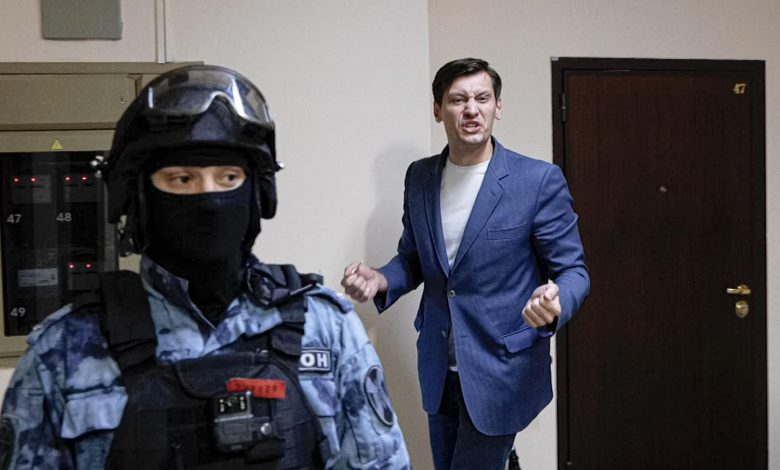 Russian opposition figure leaves country for Ukraine