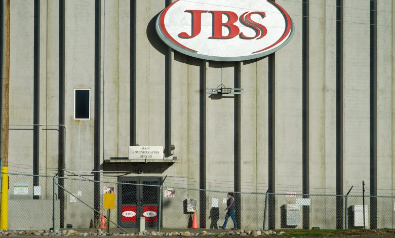 World's largest meat supplier closes 9 US beef plants