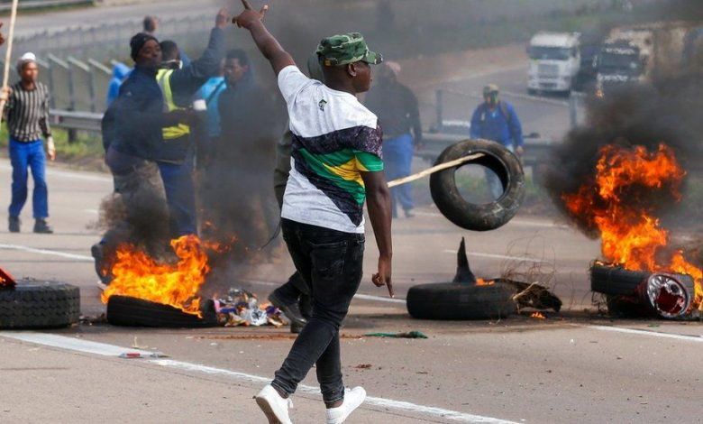 Riots in South Africa as ex-president challenges sentence