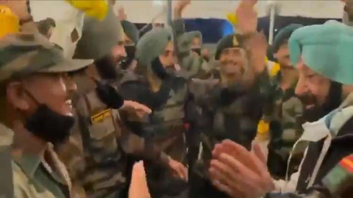 Punjab CM Captain Amarinder Singh breaks in dance with the