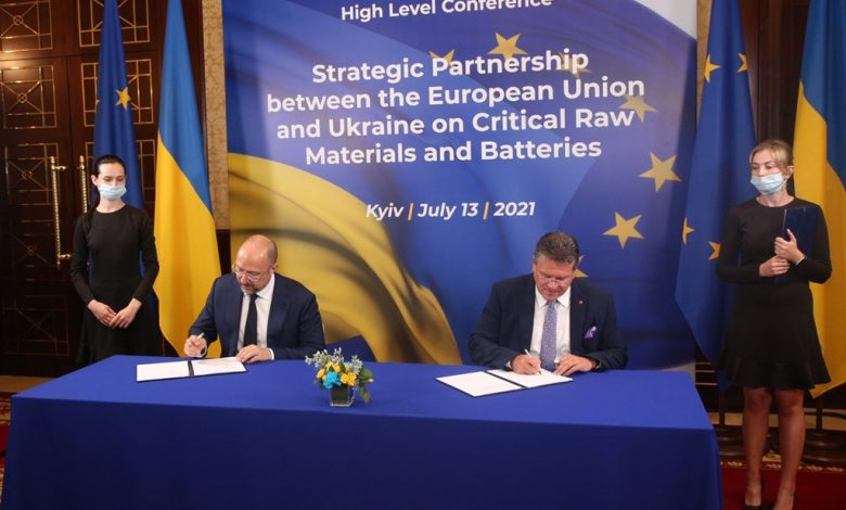 EU and Ukraine ink MoU on raw materials and batteries