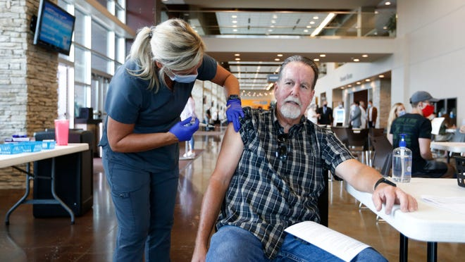 Federal workers, contractors face vaccine mandates, tests: COVID news