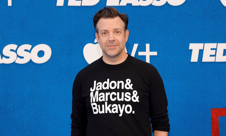 Jason Sudeikis explains shirt supporting the racially abused English soccer players