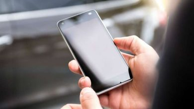 Indiscriminate use of mobile phones in office maligns the