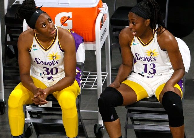 Nneka and Chiney Ogwumike during a Los Angeles Sparks game in May 2021.