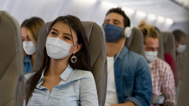 Teens delay American Airlines flight after refusing to wear masks