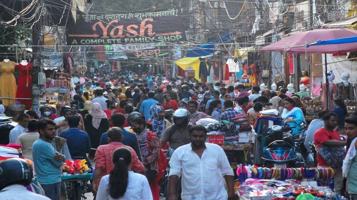 Crowded Sisamau Baazar after further ease in COVID-induced