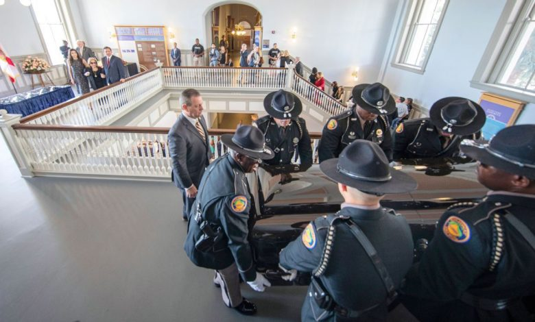 Former coaches, players among hundreds to pay respects to 'father figure' Bobby Bowden at Florida Capitol