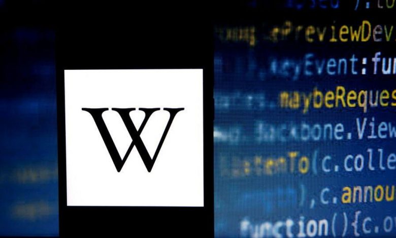 Wikipedia temporarily defaced with swastikas, social media users report