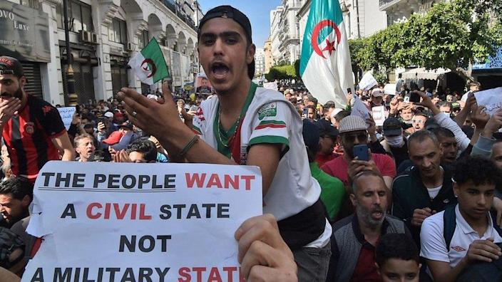 Algerian anti-government protesters take the streets of Algiers on March 26, 2021 as the Hirak pro-democracy movement keeps up its weekly demonstrations despite a ban on gatherings due to the coronavirus pandemic.