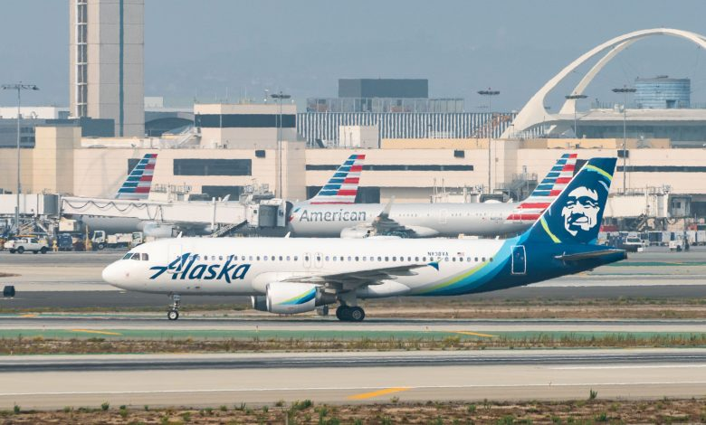 Alaska Airlines will give vaccinated employees $200, stops short of company mandate