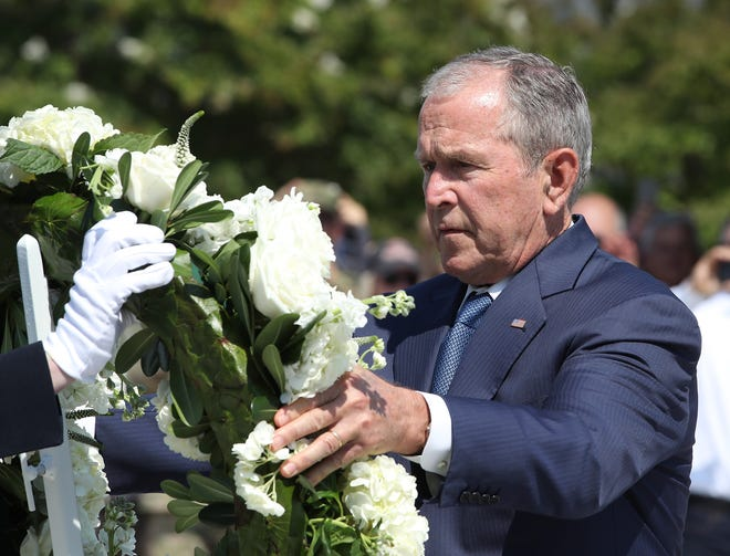 ARLINGTON, VIRGINIA - SEPTEMBER 11: Former U.S. President George W. Bush participates in a wreath-laying ceremony at the 9/11 Pentagon Memorial to commemorate the anniversary of the September 11th terror attacks, on September 11, 2019 in Arlington, Virginia. The nation is marking the 18th anniversary of the terror attacks that took almost 3000 lives.  (Photo by Mark Wilson/Getty Images) ORG XMIT: 775404423 ORIG FILE ID: 1173922445