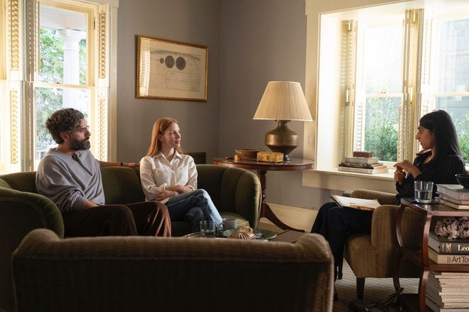 """(L-R) Oscar Isaac is Jonathan and Jessica Chastain is Mira in """"Scenes From a Marriage."""""""