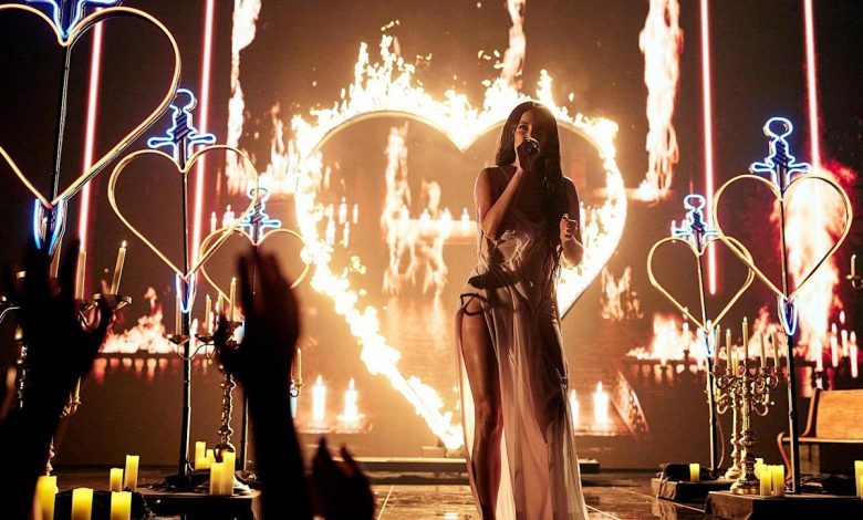 Kacey Musgraves Makes Candlelit VMAs Debut With 'Star-Crossed'