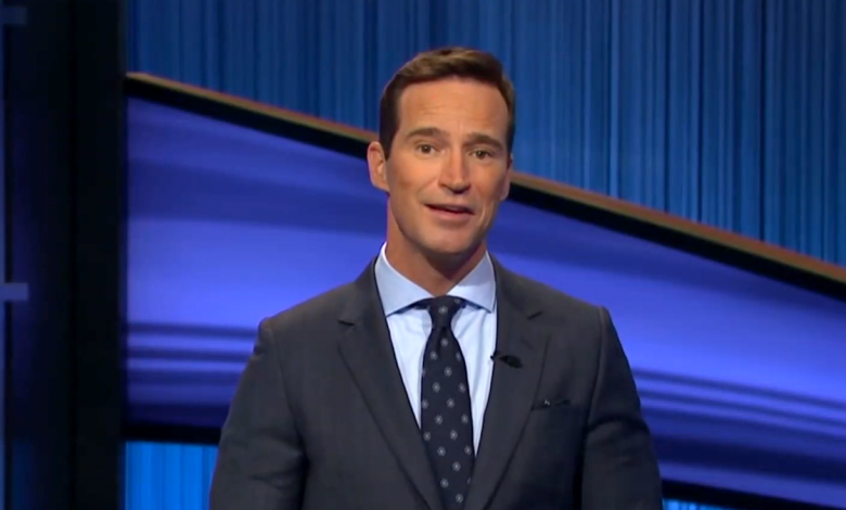 Mike Richards is hosting 'Jeopardy!' and fans feel awkward