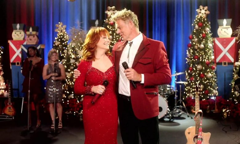Reba McEntire, Jana Kramer and Bunch of Bradys Turn Up in Lifetime's First Holiday Movie Teaser