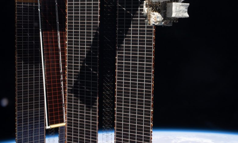 Space company Redwire begins trading NYSE after closing SPAC deal
