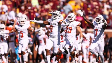 Bowling Green safety Jordan Anderson (0) celebrates after making a game ending interception against Minnesota.