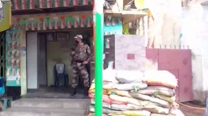 Bengal: Bombs hurled at BJP MP Arjun Singh's home, no one
