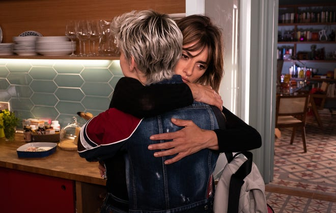 """The lives of Ana (Milena Smit, left) and Janis (Penélope  Cruz) become entwined after their share a hospital room in """"Parallel Mothers."""""""