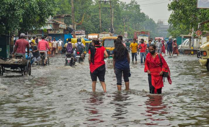Heavy rain lashes Hyderabad, flooding in several areas