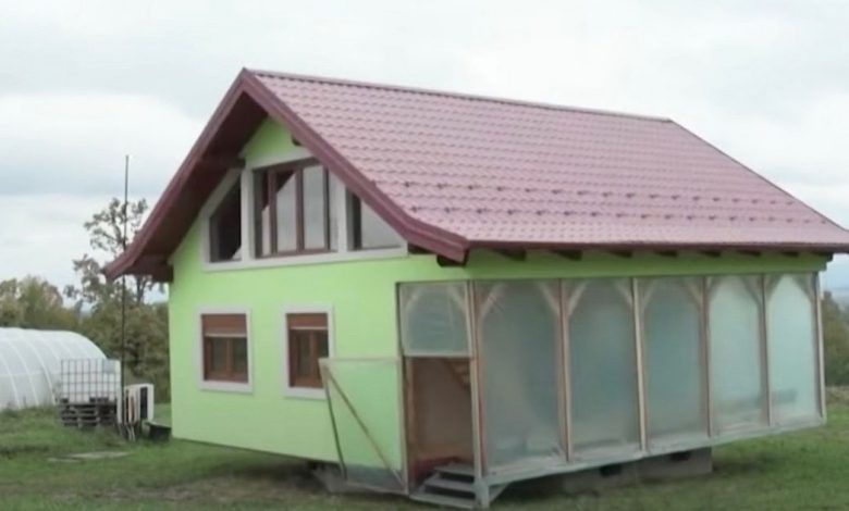 Man builds 360-degree rotating house so wife can enjoy changing views