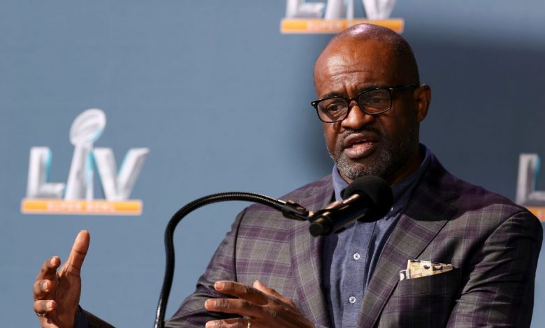 NFL Players Association board of player representatives votes to retain executive director DeMaurice Smith